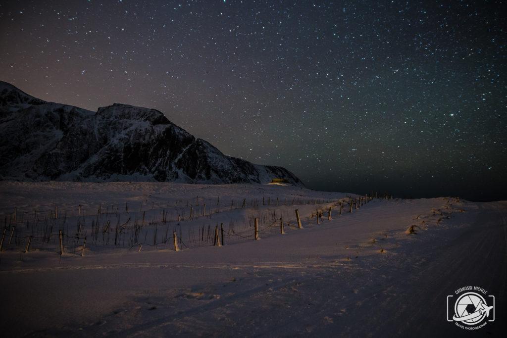Viaggiare da soli Aurora alle Lofoten di notte